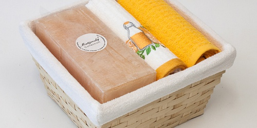 Basket with towels Juice - apricot candle