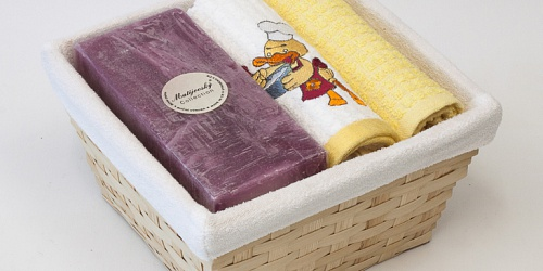 Basket with towels Duck - fuchsia candle